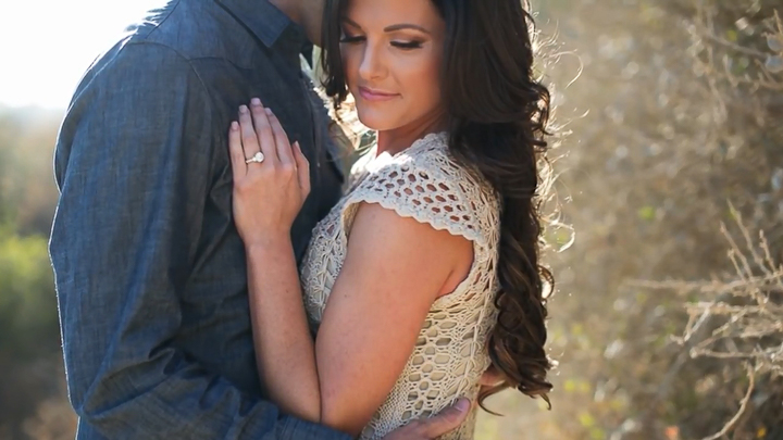 3 Posing Tips for Engagement Photos.mp4_snapshot_00.13_[2015.05.26_16.34.06]