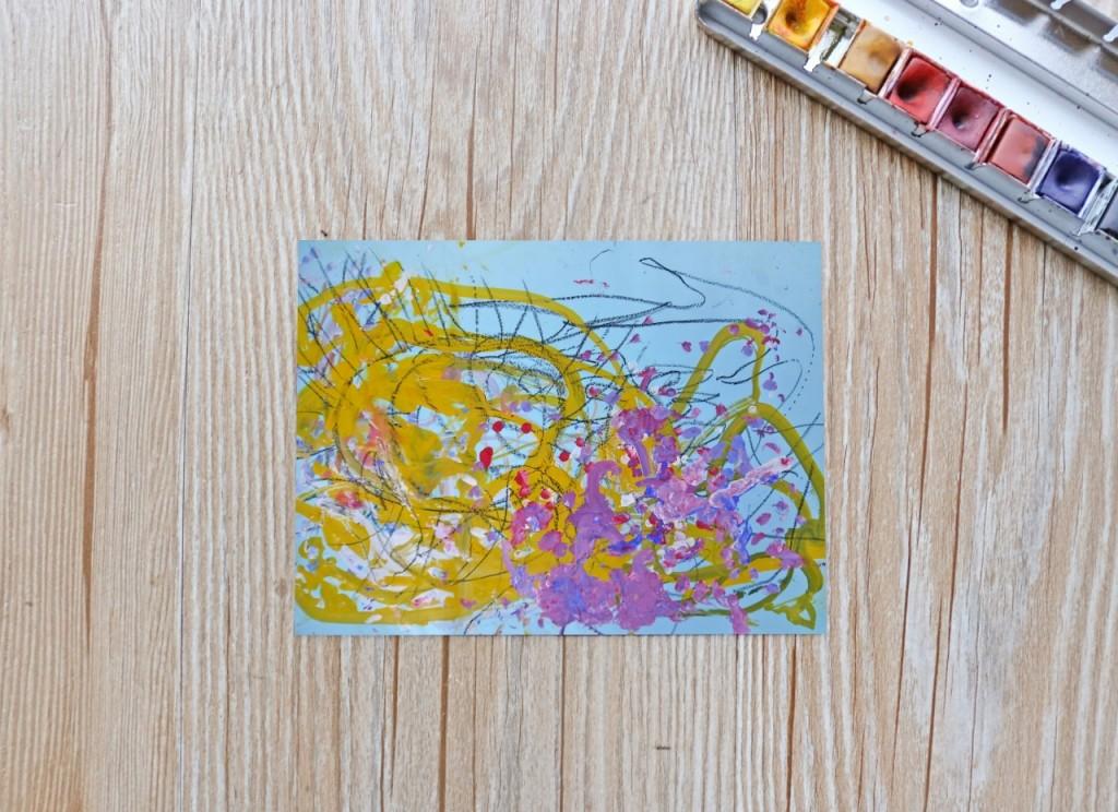 謙謙三歲作品集【風景畫】毛毛蟲戴著黃色髮箍吃著紫梅